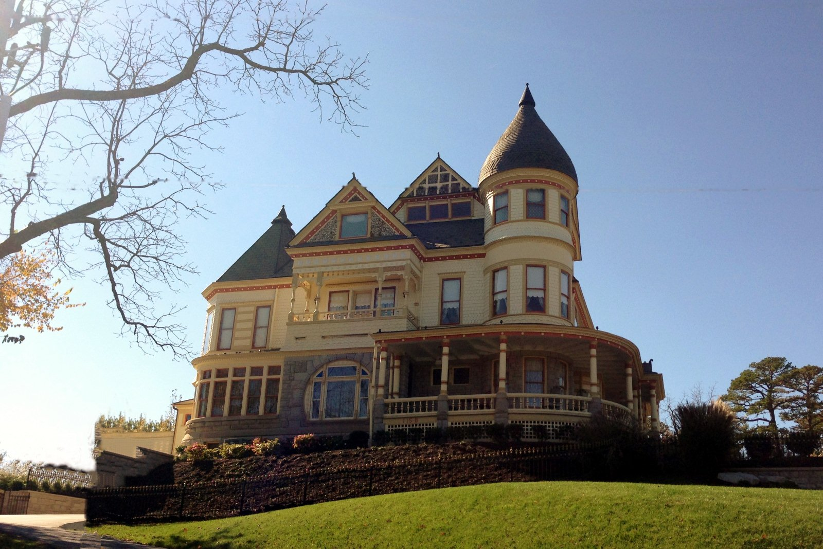 Top 5 home styles in the u s your towne builders for Queen anne home
